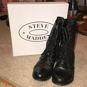 Like new Steve Madden black leather troopa combat